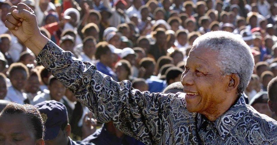 Durante a eleição na África do Sul em 1999, Mandela realiza comício na cidade de Qwa Qwa, a 300 km da capital Johannesburgo