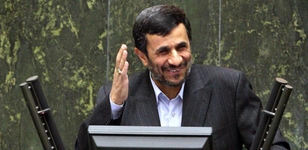 Ahmadinejad comprometeu-se a trocar parte do urânio por combustível enriquecido na Turquia