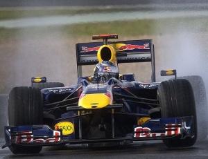 Red Bull, que tem o melhor carro ao menos nos treinos, é alvo de polêmica, acusada pela McLaren