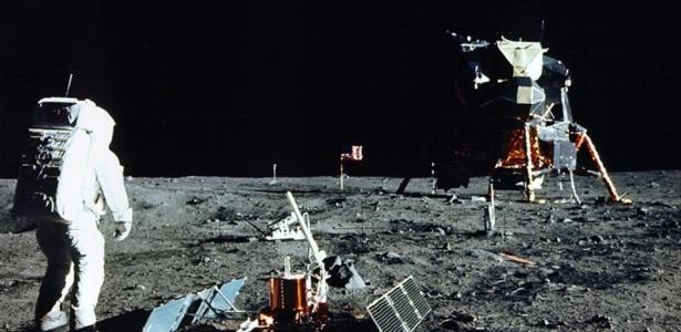 O astronauta norte-americano Edwin Aldrin caminha pela Lua em julho de 1969
