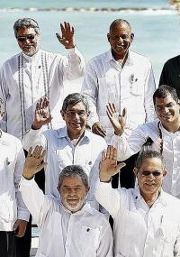 Presidente Lula posa para foto oficial da 21ª Cúpula do Grupo do Rio e da 2ª Cúpula da América Latina e do Caribe (CALC), ao lado de lideranças de outros países; como parte da viagem a outros países da América Latina, Lula passa hoje pelo Haiti