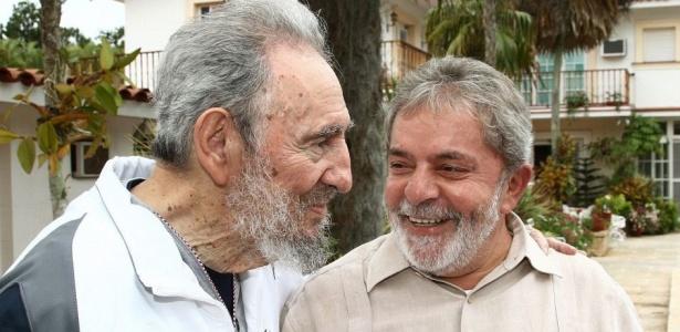 Presidente Luiz Inácio Lula da Silva, em viagem a Cuba para inaugurar as obras do porto cubano de Mariel, uma remodelação financiada pelo Brasil, se encontra com o ex-presidente Fidel Castro