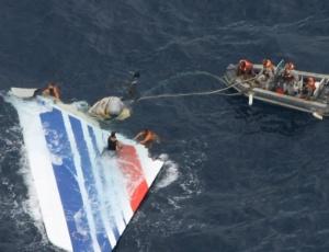 Destroços avião da Air France 447 que caiu no trajeto entre Rio e Paris (França)
