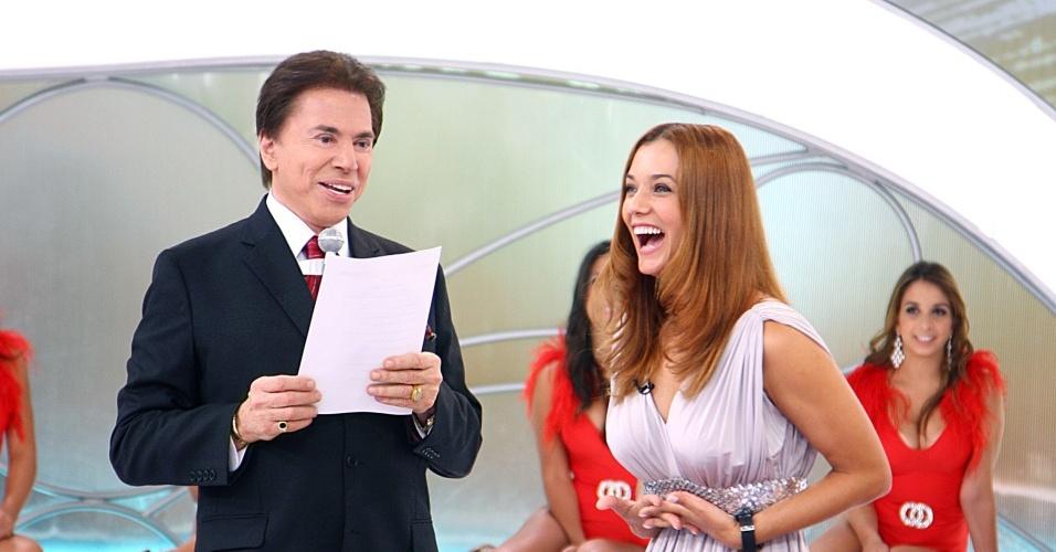 Silvio Santos e Mônica Carvalho, atriz da novela