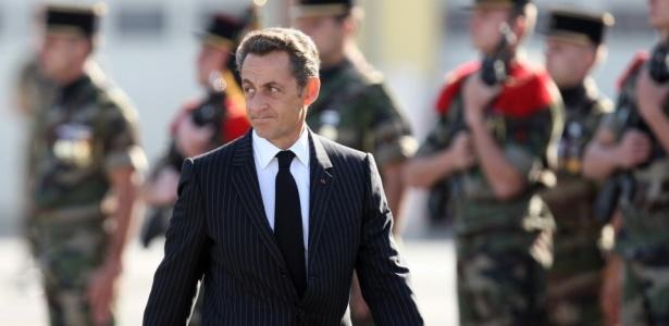 O presidente da França, Nicolas Sarkozy, chega para o funeral de dois soldados franceses mortos no Afeganistão, em Vannes, França