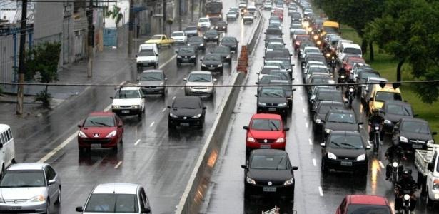 Com chuva, a capital paulista teve o segundo pior trânsito do ano pela manhã. A radial Leste (foto) foi uma das vias com mais lentidão