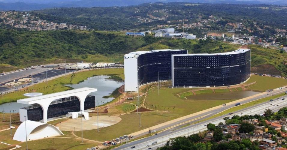 Com projeto do arquiteto Oscar Niemeyer, a Cidade Administrativa Presidente Tancredo Neves é a nova sede do governo do MG