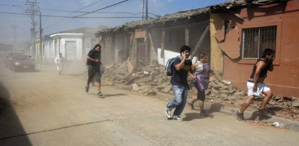 Moradores de Concepción, no Chile, correram para áreas mais altas com medo de que novo terremoto de 5,9 graus gerasse tsunami
