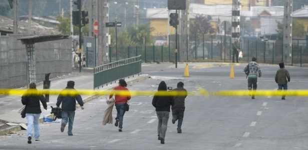Moradores correm em rua de Concepción após tremor de 6,3 graus que atingiu a região