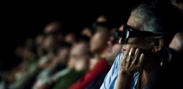 Plateia durante sessão em 3D do filme ?Avatar?, em São Paulo; cinema analógico corre risco