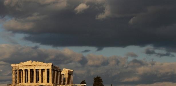 Templo do Partenon, na Acrópolis de Atenas. Deveriam os gregos pendurar a placa vende-se?