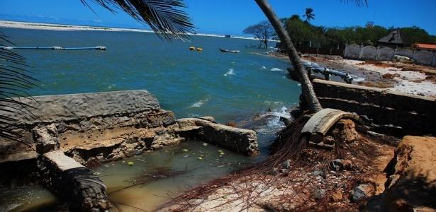 Região costeira do distrito de Barra Nova, na cidade de Marechal Deodoro (região metropolitana de Maceió), é ameaçada pela maré; casas construídas próximas ao mar são danificadas