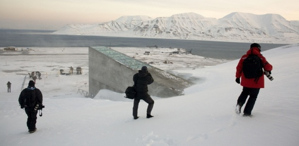 Entrada da Arca de Noé verde, em Longyearbyen, no arquipélago ártico de Svalbard