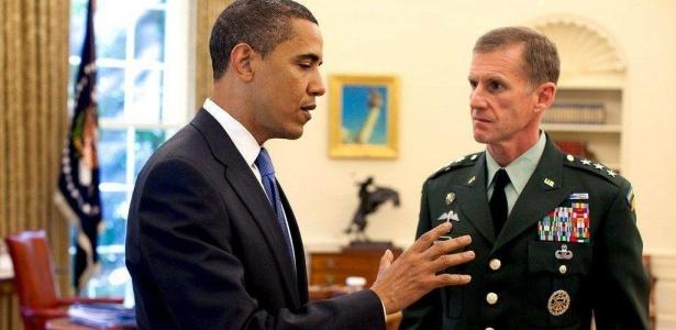 O general Stanley McChrystal, comandante das forças dos EUA e dos aliados no Afeganistão, em reunião com Barack Obama, na Casa Branca, em Washington, EUA