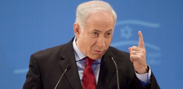 O primeiro-ministro israelense Benjamin Netanyahu fala com jornalistas em Jerusalém