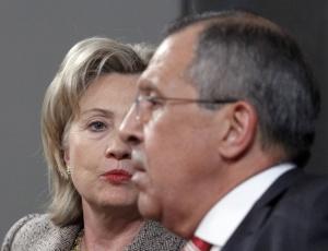 A secretária de Estado norte-americana, <br>Hillary Clinton, e o ministro das Relações Exteriores da Rússia, Sergei Lavrov, em Moscou