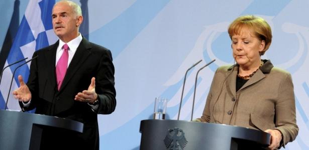 O primeiro ministro grego, Yorgos Papandreu, e a chanceler alemã, Angela Merkel, após encontro para discutir a situação financeira grega