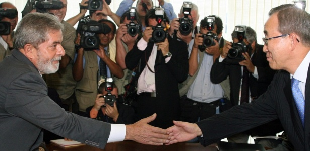 O presidente Luiz Inácio Lula da Silva cumprimenta o secretário-geral da ONU, Ban Ki-moon