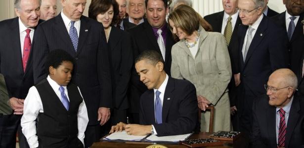 O presidente dos Estados Unidos, Barack Obama, sancionou nesta terça-feira (23) uma histórica reforma no sistema de saúde do país