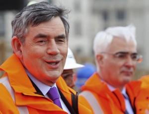 O primeiro-ministro, Gordon Brown (à esq.), e o ministro das Finanças, Alistair Darling, em Londres