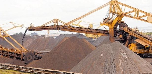 Minério de ferro no terminal marítimo da Vale em Ponta da Madeira, Estado do Maranhão