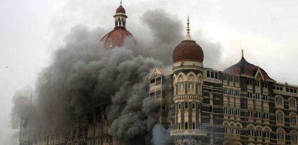 Ataque terrorista na Índia: fumaça e chamas no hotel Taj Mahal, em Mumbai (Índia). O hotel de luxo foi um dos pontos invadidos por extremistas islâmicos durante ação coordenada na cidade