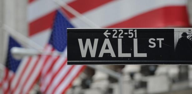 Fachada da rua onde funciona o centro financeiro dos Estados Unidos, em Nova York