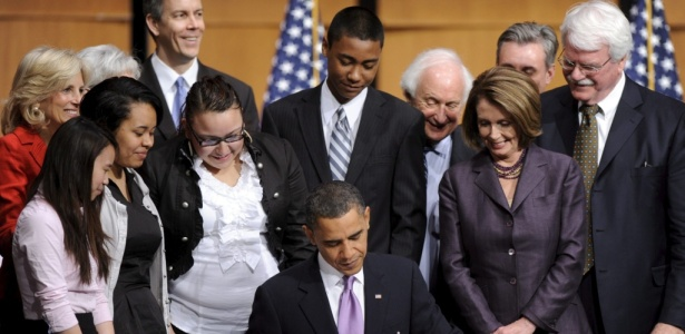 Obama assina versão final da reforma da saúde dos EUA