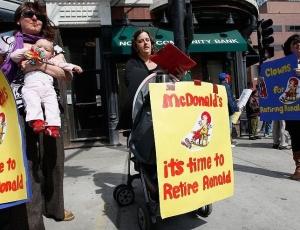 Mães norte-americanas pedem a aposentadoria do palhaço Ronald McDonald; para elas, o mascote incentiva o consumo de fast-food entre as crianças