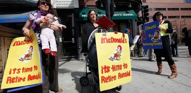Mães norte-americanas protestam para pedir a aposentadoria do palhaço Ronald McDonald