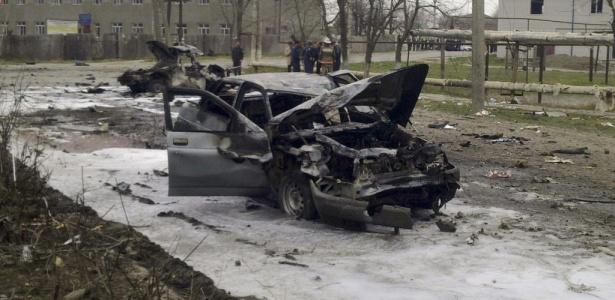 A primeira explosão aconteceu depois que um carro foi parado por policiais na cidade de Kizlyar e o integrante do veículo explodiu o veículo