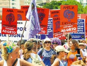 Passeata no Dia Internacional da Mulher, em São Paulo (SP), pede que o aborto deixe de ser crime