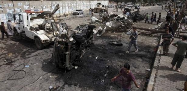 Ataques com carros-bomba atingiram área ocupada por embaixadas