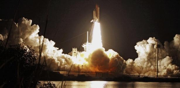 A partida do ônibus espacial Discovery, que participa de sua última missão na Estação Espacial Internacional antes de se aposentar