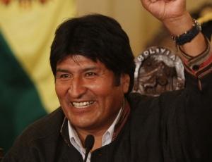 O presidente da Bolívia, Evo Morales, conversa com jornalistas em La Paz e fala sobre a atual vitória do seu partido nas eleições regionais