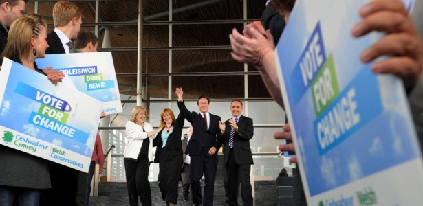 Integrantes do Partido Conservador comemoram no Reino Unido a perda de força dos blocos partidários tradicionais, que perdem espaço no Parlamento Europeu