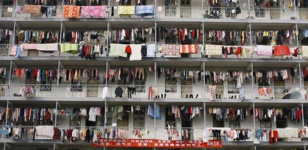 Roupas são penduradas em edifício em Wuhan, província de Hubei, na China; a população <br> rural na Ásia cairá dos atuais 2,4 bilhões de habitantes para 1,8 bilhão nos próximos 40 anos