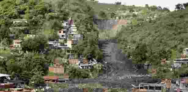 Vista geral da área em que ocorreu o deslizamento no morro do Bumba, em Niterói (RJ)  - Felipe Dana/AP