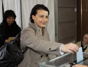 A líder do Partido Verde francês Cecile Duflot vota no primeiro turno das eleições regionais de março