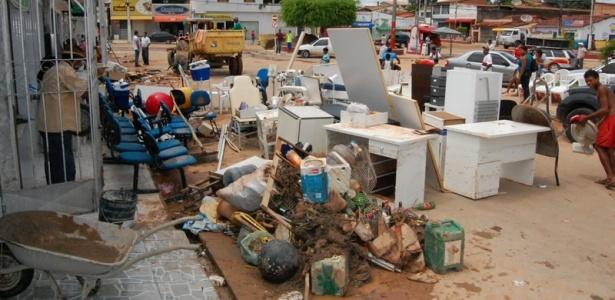 Em Maruim (SE), moradores calculam os prejuízos causados pela chuva
