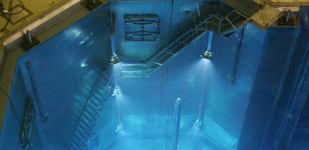 Homem trabalha no reator nuclear da Usina de Angra 2 - 10.07.2007 - Vanderlei Almeida/AFP