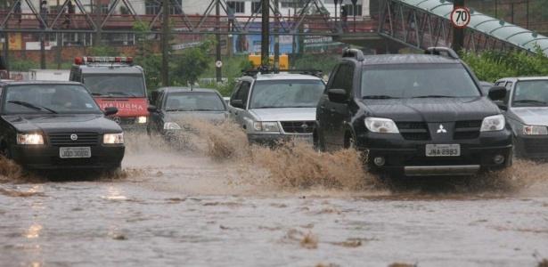 Hoje, as principais ruas e avenidas de Salvador ficaram completamente alagadas; o volume de água em algumas vias, como na av. Antonio Carlos Magalhães, chegou a subir cerca de 40 cm