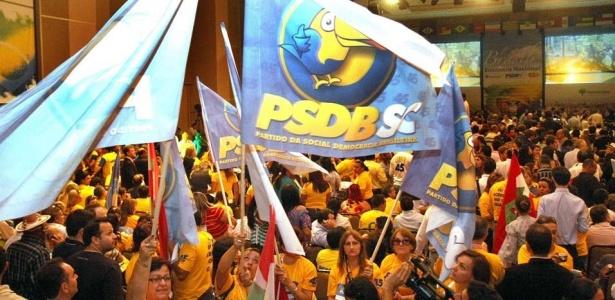 Militantes do PSDB no lançamento da pré-candidatura de Serra; Veja fotos do político