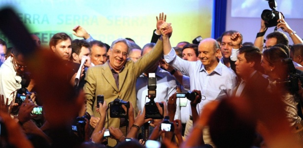 O ex-governador de SP José Serra ao lado do ex-presidente da República Fernando Henrique Cardoso no lançamento de sua pré-candidatura. Veja outras fotos da tragetória de Serra