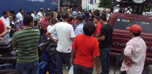 Servidores públicos de Maceió invadiram a sede da Secretaria de Finanças, no centro da capital, depois de iniciarem greve por tempo indeterminado