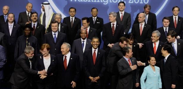 Chefes de Estado de 47 nações posam para foto da Cúpula de Segurança Nuclear que terminou nesta terça-feira (13) em Washington, nos EUA