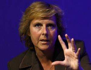 A comissária dinamarquesa Connie Hedegaard, gesticula durante uma sessão de debata no Offshore for Climate Europe Conference, em Aberdeen (Escócia)