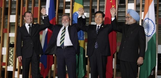 Os presidentes de Rússia, Brasil, China e Índia durante a cúpula dos emergentes realizadas na semana passada em Brasília; para o autor, o BRIC carecem de vínculos institucionais