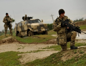Soldados alemães patrulham área de Kunduz