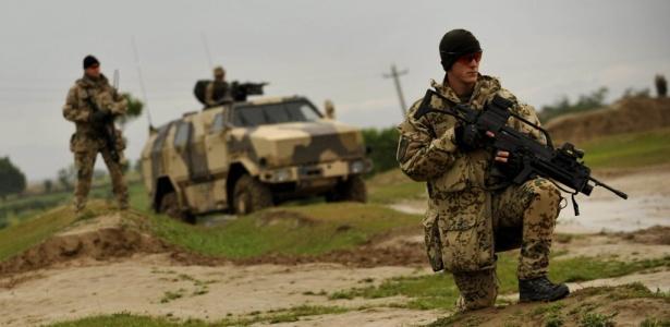 Soldados patrulham área de Kunduz, no Afeganistão